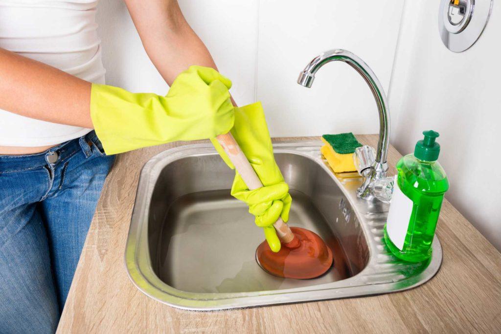 Предосторожности при чистке каустической содой