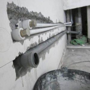 Крепление канализационной трубы