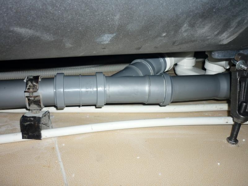 Как закрепить трубу канализации